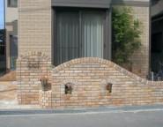 Vol.18 ヴィンテージレンガを使った外構・・・レンガアール壁