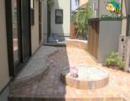 Vol.15 手付かずの中庭・・・ベンチと砂場があるレンガテラス