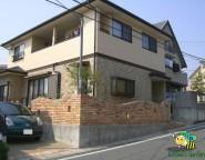 Vol.5 前面道路が坂道のお家・・・明るい洋石テラスの中庭