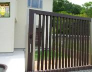 Vol.7 プラスGを使った門柱・アプローチのリメイクと人工芝の前庭