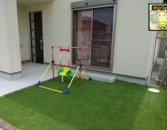 プラスGを使った門柱・アプローチのリメイクと人工芝の前庭