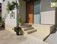 二世帯住宅の建て替え新築オープン外構!玄関ポーチは外構で!