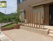 角地変形地の新築外構!敷地に合わせたカーポート施工と人工芝のお庭