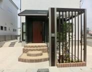 Vol.15 玄関ポーチは外構で!門柱と目隠しを兼ねたカッコいい自転車置き場