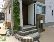 外構で施工する玄関ポーチと動線。エバーアートウッドの門柱 8/1NEW