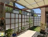手つかずの中庭。目隠しと日除け、プラスGで演出プライベートガーデン