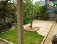 Vol.24 手付かずの中庭・・・石貼りテラスと雑草対策