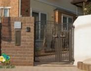 レンガ門柱+キャスティナ門扉~ココマのある前庭・・・こだわりのプライベート空間~