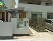 オリジナルサインを組み合わせた塗り壁門柱~シンプルモダン・・・エバーアートウッドとガーデンスケープライト~