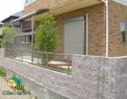 化粧ブロック+アルメッシュフェンス~角地の外構・・・ティーナを使ったテラスがある中庭~