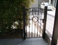 Vol.6 自転車置き場の入り口にディズニー門扉