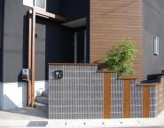 玄関前にGフレームのワンポイント!LEDライトも仕込めます! 姫路市