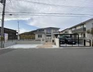 姫路市新築外構|広いタイルテラスと芝のお庭