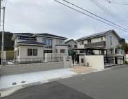 姫路市新築外構 広いタイルテラスと芝のお庭