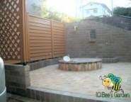 木樹脂フェンス~手つかずの中庭・・・レンガテラスと木樹脂フェンス~