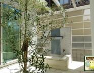 壁泉後ろに目隠しプラスG!ホワイトな雰囲気がリゾートチックな雰囲気を演出! 姫路市